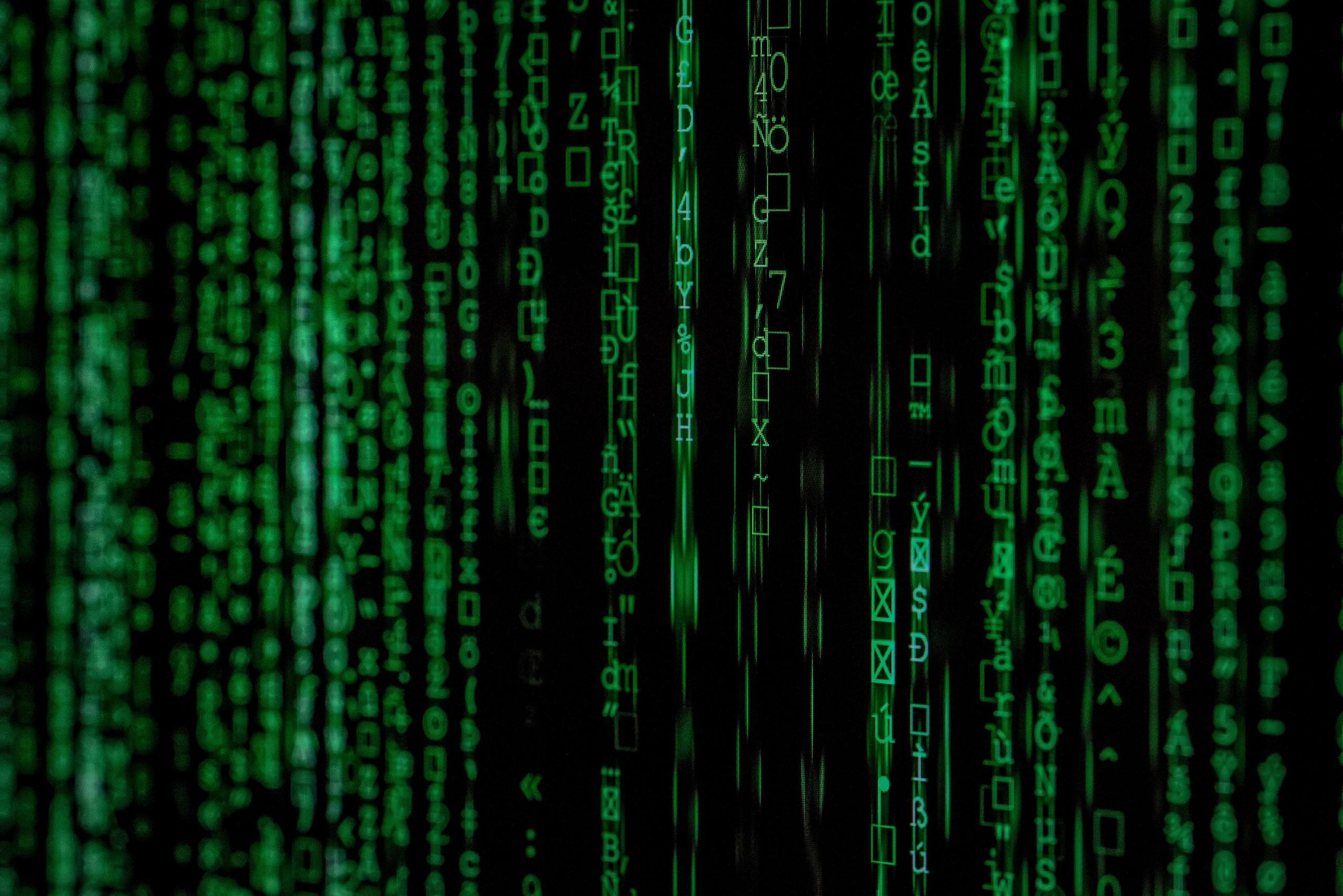 Digital kodesprog på sort skærm